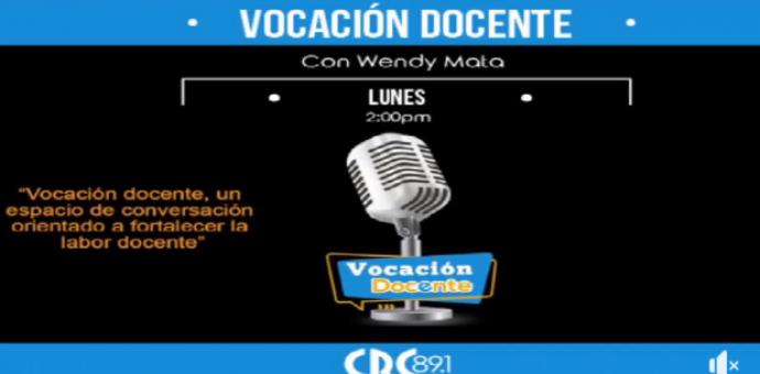 imagen muestra micrófono para radio y anuncia la frecuencia para escuchar