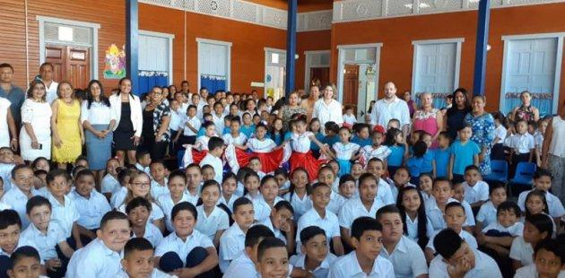 Estudiantes de la escuela de Cartagena en Santa Cruz, Guanacaste