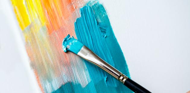 Estudiantes convierten lienzos blancos en obras artísticas