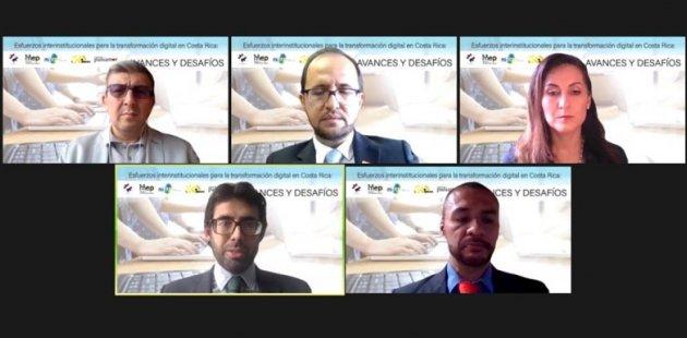 Imagen muestra a los expositores del evento de distintas instituciones