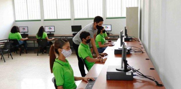 Estudiantes del IPEC de Barva de la Ciberseguridad