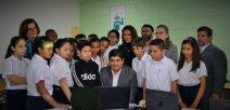 Carlos Alvarado, Presidente de República estudiantes de la escuela Rep. Dominica