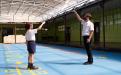 Estudiantes de primaria jugando, utilizan mascarilla, respetan el distanciamient